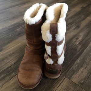 Ugg sheepskin lined boots with back buckled size 5